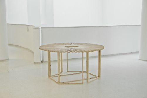 Fan Table / Mauricio Affonso