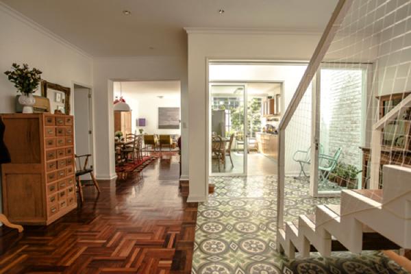 Una casa reciclada en miraflores lima depto51 blog for Casas viejas remodeladas