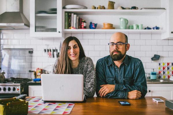 Paloma y Álvaro, productora de modas y músico