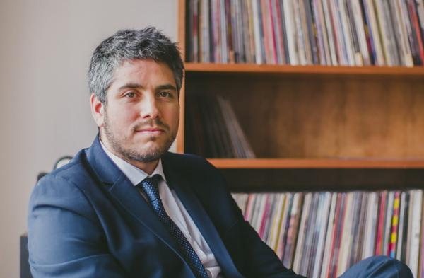 Rodrigo Ferrari y Gary, abogado y gato
