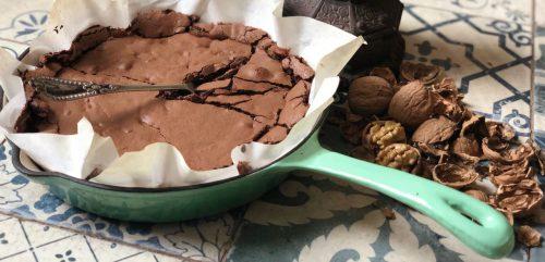 Receta de Brownie chocolatoso de té chai, nueces y almendras