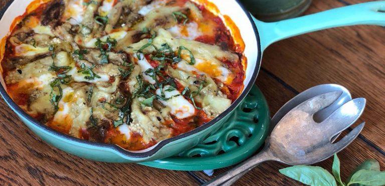 Receta de Berenjenas Ahumadas en Salsa de Tomate, Queso de Cabra y Tahini