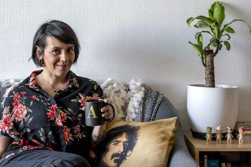 Jani Dueñas, actriz y comediante, y Nina Hagen, la gata
