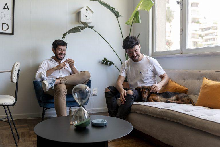 Cristóbal Amigo y Andrés Lara, diseñador y arquitecto + Rolly, el perro