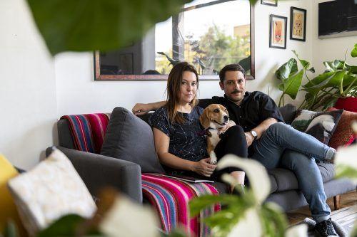 Cecilia Avendaño, Artista Visual, Felipe Cáceres, Fundador de La Tropeau y Pascale, una Beagle Girl